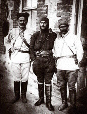Гарегин Нжде ( в центре) в Зангезуре осенью 1920 года