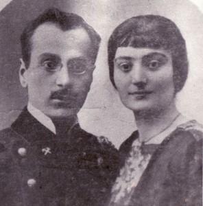 Ծնողները՝ Ելենա և Ալեքսանդր Մակարյանները