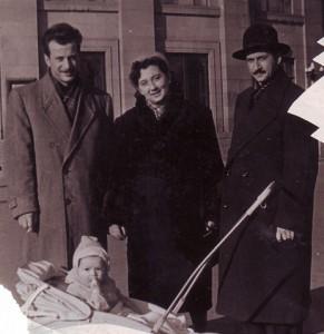 Мой муж художник Рафаел Бабаян, я, художник Эльмир Саруханян и мой сын Вадим в коляске