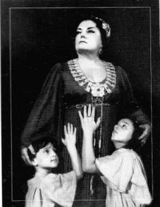 Գոհարը Գասպարյանը Նորմայի դերում (Վ. Բելինի «Նորմա»)
