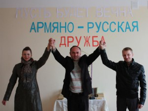 Елена Шуваева, Ашот Бегларян, Виктор Коноплев в одной из школ г. Шуши