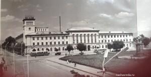 Административное здание на главной площади Гюмри