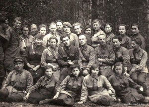 Павел Абрамянц (в центре) с боевыми товарищами