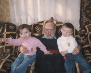 С внукамии Аревик и Арменом