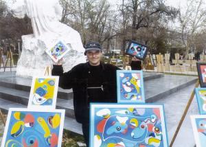 Художник Вагинак Элибекян на вернисаже