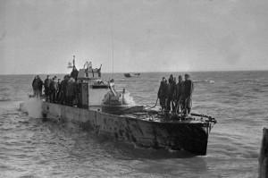 Бронекатер  Азовской военной флотилии в Керченском проливе. Керченско-Эльтингенская десантная операция. Декабрь 1943