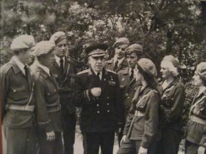 Генерал-майор Андраник Казарян с молодёжью