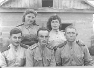 Георгий Давтян с сослуживцами во время Великой Отечественной войны