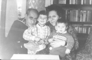 Георгий и Нина Давтяны с внуками