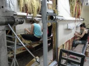 Так ткут ковры на «Мегерян карпет»
